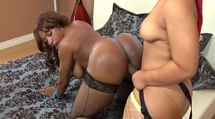 Pinky's huge strap-on wrecks Ayana's tight pussy screenshot
