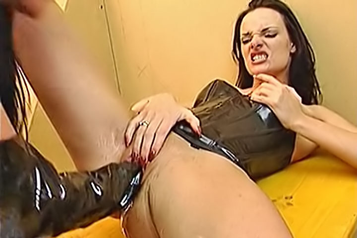 [ClubGape.com] Latex Fist Fuck Perversions