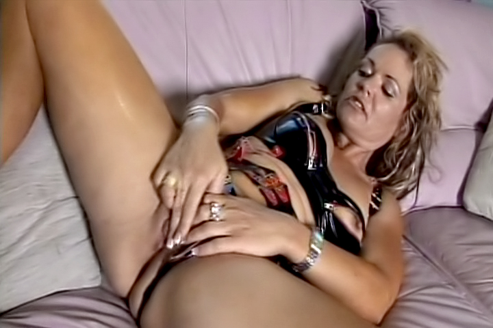 Chennin Blanc is an old bitch who still craves for orgasms! But she is the one masturbating herself, screaming for more.