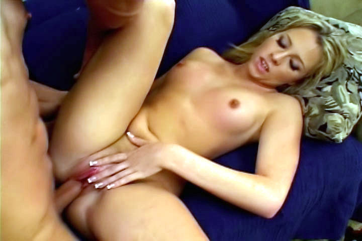 Cute blonde swallows a whole dick of crazy proportions, and stufs it in her hot, smooth pussyhole!